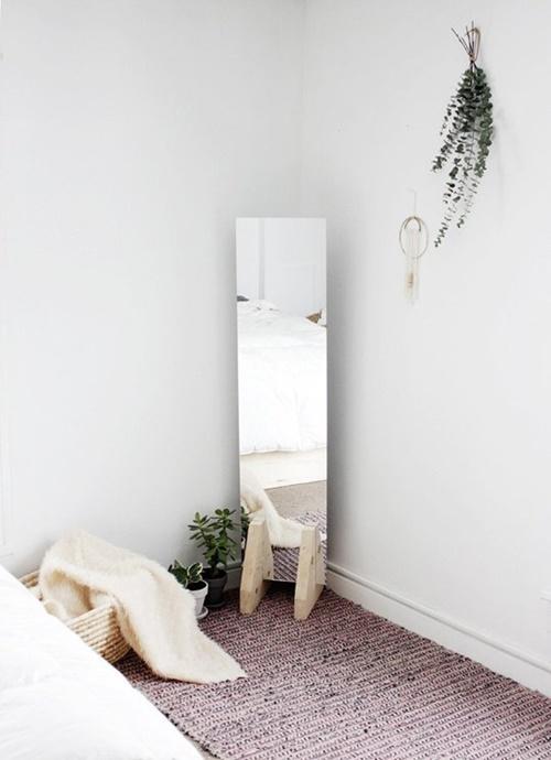 mirror_stand.jpg
