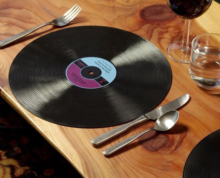 bajoplato-disco-vinilo-vintage-salvamantel.jpg