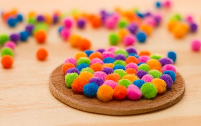 aid4203481-728px-Make-Wool-Felt-Ball-Coasters-Step-4.jpg