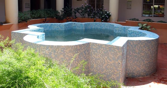 fish-pond-336985_640.jpg