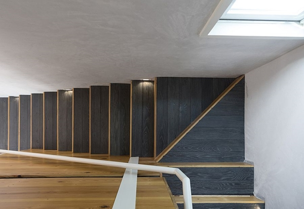 Charred-wooden-steps-for-the-modern-staircase.jpg