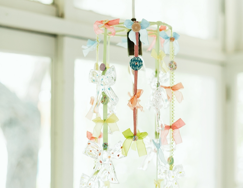 P.158 圖說:二○一一個展時問世的緞帶吊燈。-.jpg