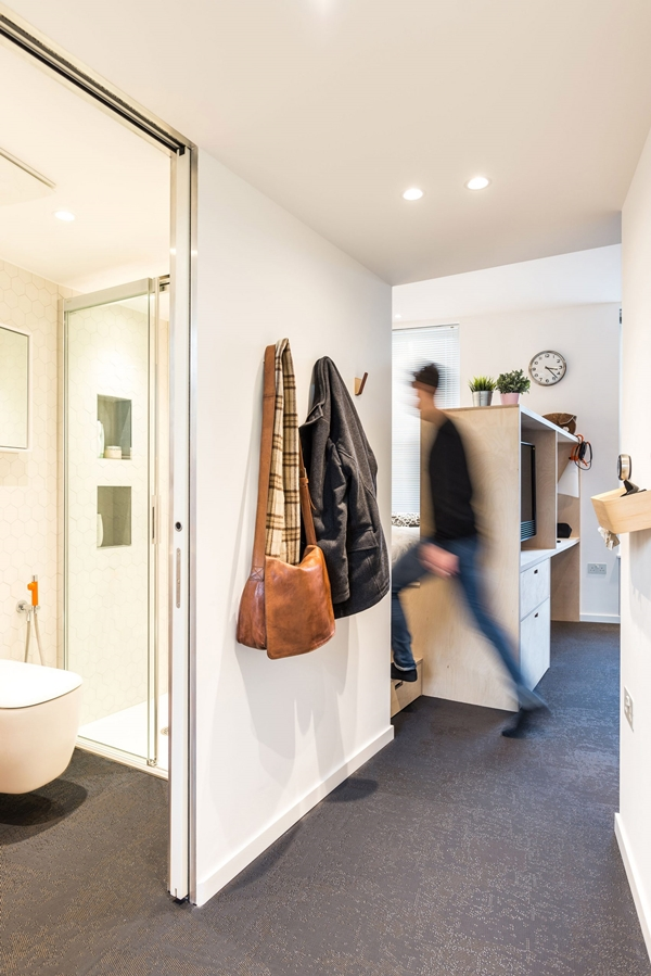 micro-flat-islington-diego-dalpra-housing-interior-london_dezeen_2364_col_9-1704x2552.jpg