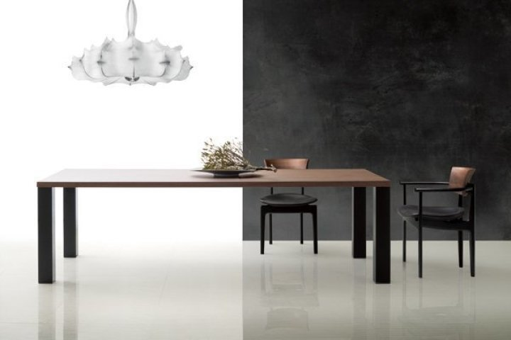 PREMIUM TABLE & CHIC CHAIR